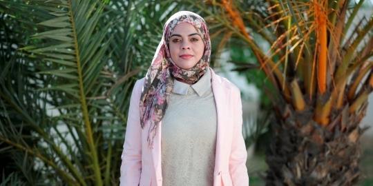 Kaouther Zagrouba arbeitet in Tunesien als Lehrerin. Wo sie herkommt, ist es verpönt, wenn Frauen sich politisch engagieren und für ihre Rechte einstehen.