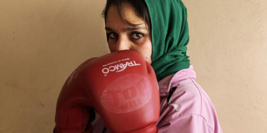Nachdem Boxen vom Taliban Regime lange Zeit verboten wurde, erfährt der Sport nun ein Comeback in Afghanistan. Zum ersten Mal in der Geschichte hat das Land seit 2007 sogar einen Verband für Amateurboxerinnen. © Abbie Trayler-Smith/ Oxfam